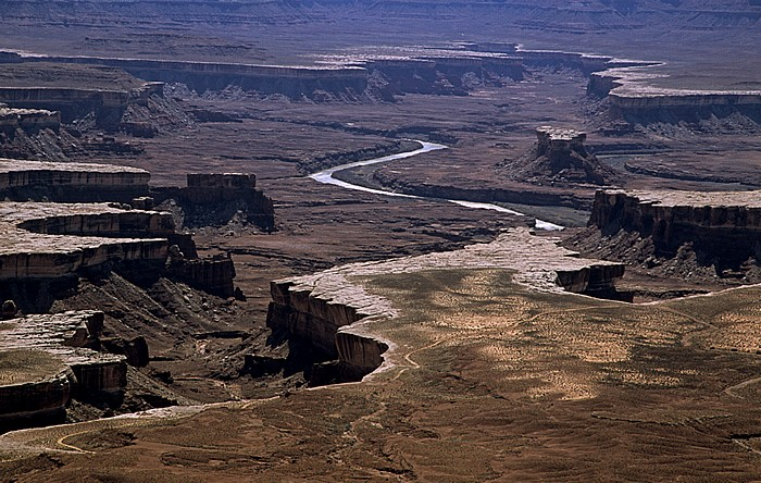 Canyonlands National Park Island in the Sky: Blick vom Green River Overlook: White Rim, Stillwater Canyon mit Green River