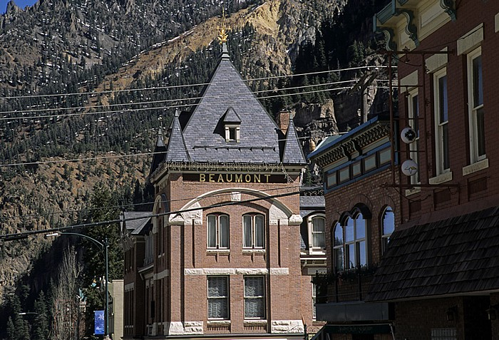 Ouray National Historic District: Main Street mit Beaumont Hotel
