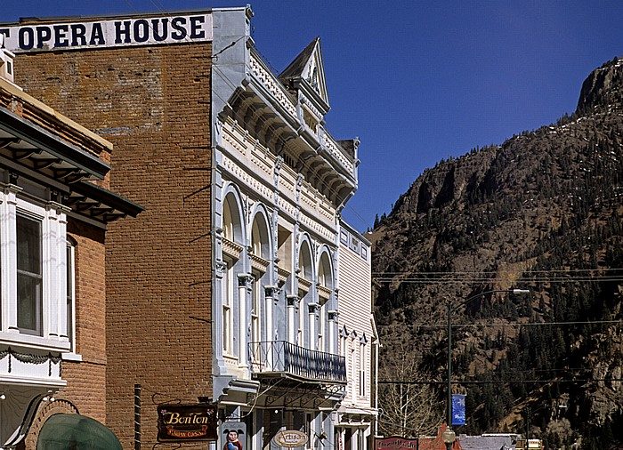 Ouray National Historic District: Main Street mit Wright Opera House