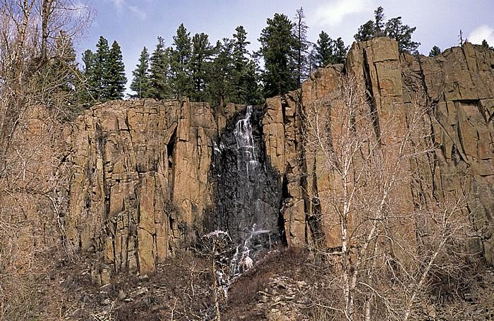 U.S. Route 160 zwischen Wolf Creek Pass und South Fork: Wasserfall Rocky Mountains
