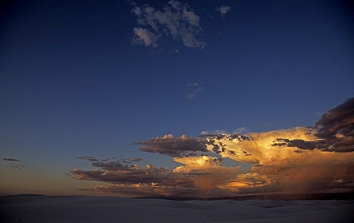 Sanddünen und Wolken White Sands National Monument