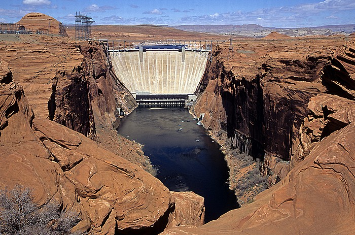 Page Glen Canyon Dam mit Colorado River