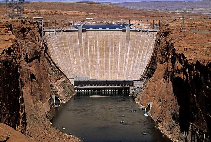 Page Glen Canyon Dam mit Colorado River