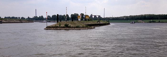 Duisburg Rhein: Zufluss des Rhein-Herne-Kanal (links) und der Ruhr