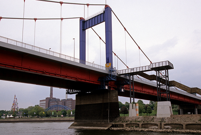 Duisburg Rhein: Friedrich-Ebert-Brücke