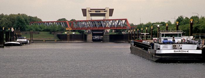 Duisburg Rhein-Herne-Kanal: Schleuse Meiderich und Kiffward-Brücke