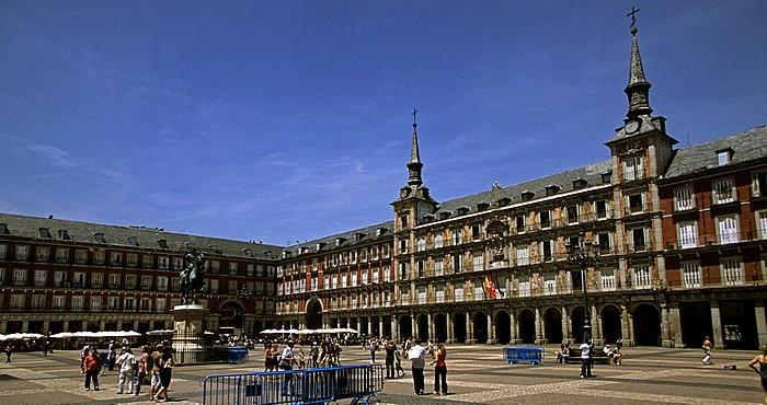 Madrid Plaza Mayor: Reiterstandbild von Philipp III. und Casa de la Panadería