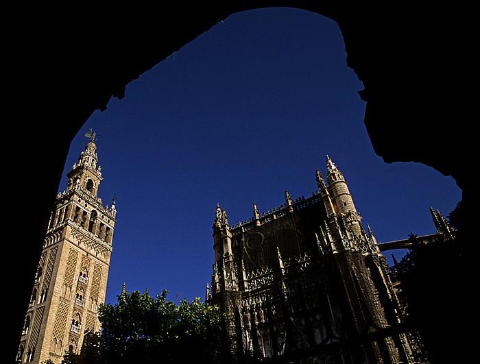 Centro: Kathedrale (Santa María de la Sede): Blick durch die Puerta del Perdón Sevilla 2010
