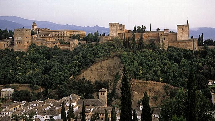Granada Albaizin: Blick vom Mirador de San Nicolas auf die Alhambra