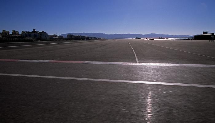 Flughafen Gibraltar (Gibraltar Airport): Start- und Landebahn Bay of Gibraltar