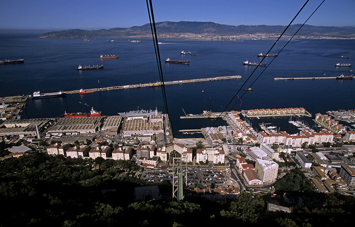 Blick aus der Gibraltar Cable Car (Seilbahn) Bay of Gibraltar Botanischer Garten Cormoran Camber Straße von Gibraltar