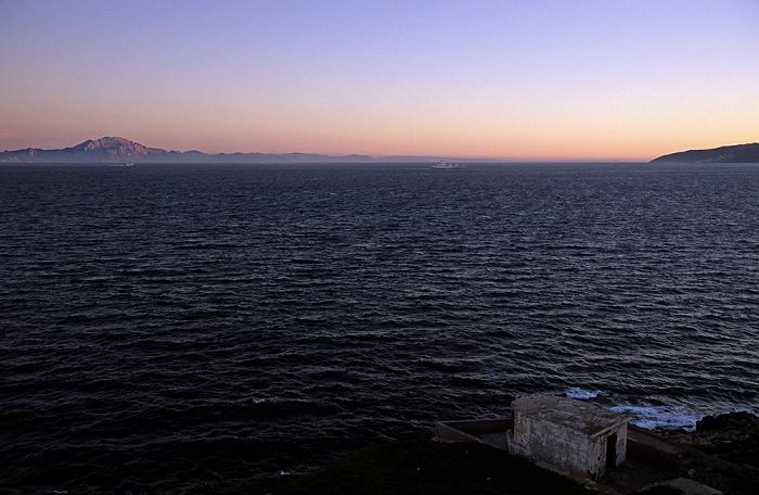 Blick vom Europa Point: Straße von Gibraltar (Mittelmeer), Nordafrika und Bahía de Algeciras (Bay of Gibraltar)