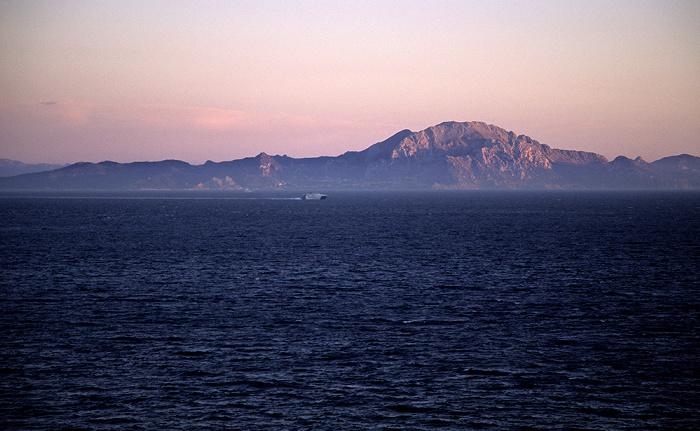 Blick vom Europa Point: Straße von Gibraltar (Mittelmeer) und Nordafrika