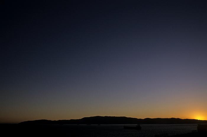 Blick vom Europa Point: Nach Sonnenuntergang über der Bahía de Algeciras (Bay of Gibraltar)