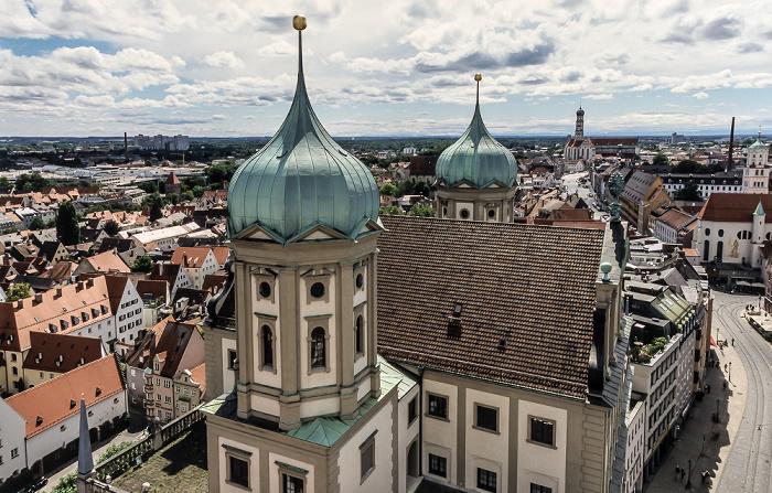 Blick vom Turm von St. Peter am Perlach: Augsburger Rathaus Basilika St. Ulrich und Afra Maximilianstraße