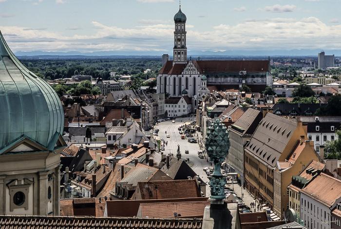 Augsburg Blick vom Turm von St. Peter am Perlach: Maximilianstraße, Ulrichsplatz, Basilika St. Ulrich und Afra