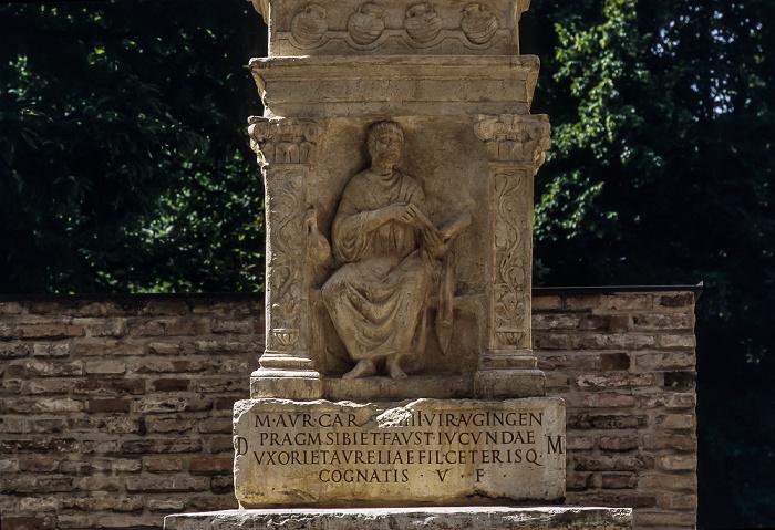 Augsburg Fronhof: Römermauer