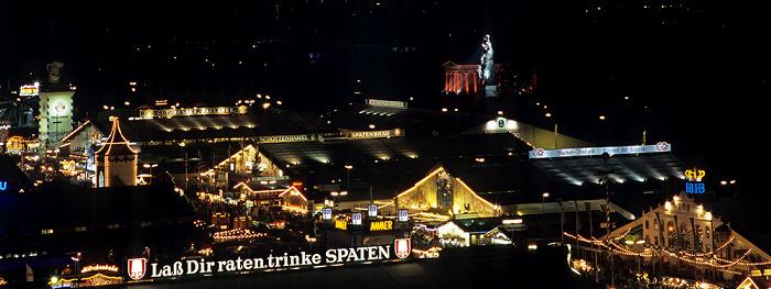 München St.-Pauls-Kirche: Blick vom Hauptturm: Theresienwiese mit Oktoberfest Bavaria Ruhmeshalle