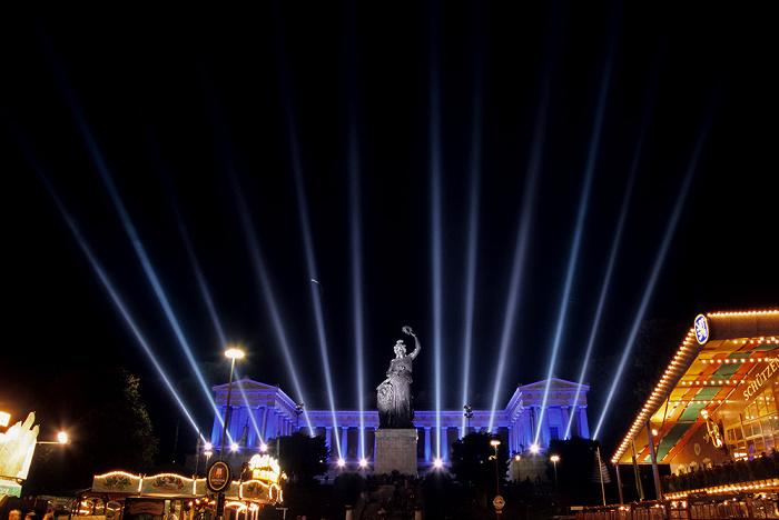 München Theresienwiese mit Oktoberfest, Bavaria und Ruhmeshalle
