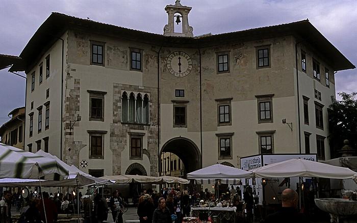 Pisa Piazza dei Cavalieri: Palazzo dell' Orologio mit dem Torre della Muda