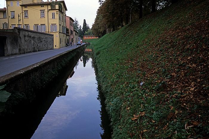 Centro Storico: Via del Fosso, Befestigungswall (Mura di Lucca)