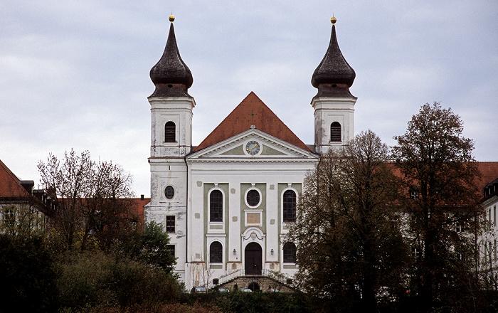 Kloster Schlehdorf mit der Pfarrkirche St. Tertulin