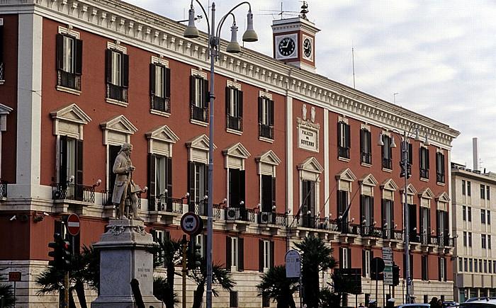 Bari Corso Vittorio Emanuele II: Palazzo della Prefettura