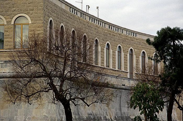 Bari Lungomare Imperatore Augusto: Casa del Portuale Nazario Sauro