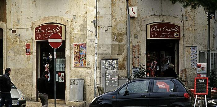 Bari Centro Storico: Piazza Federico II di Svevia - Bar Castello