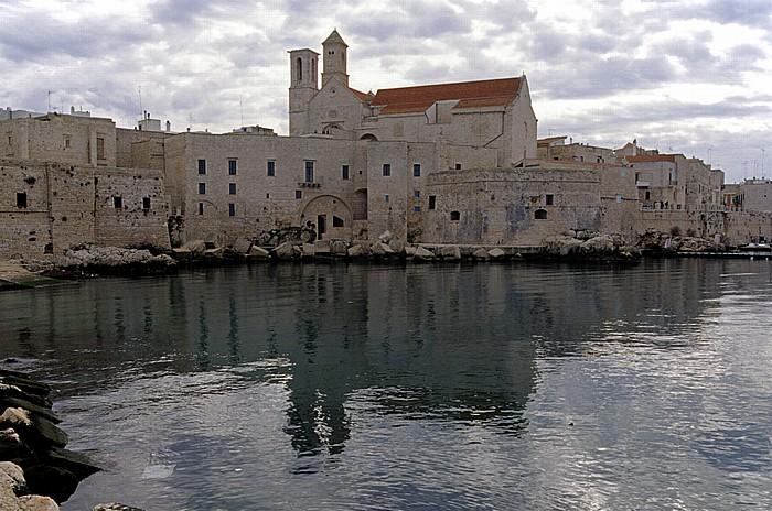 Giovinazzo Centro Storico mit der Cattedrale di Santa Maria Assunta, Hafen