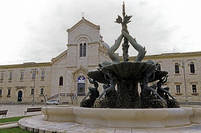 Giovinazzo Piazza Vittorio Emanuele II: Fontana dei Tritoni Chiesa di San Domenico