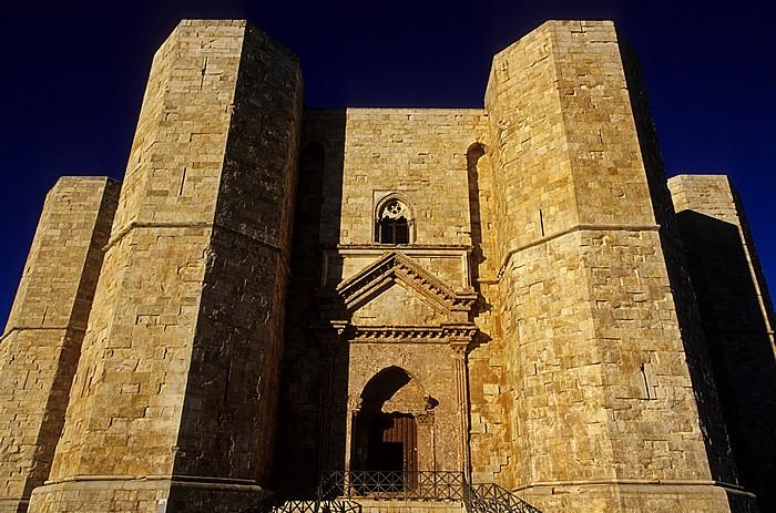 Andria Castel del Monte: Ostseite mit dem Eingangsportal