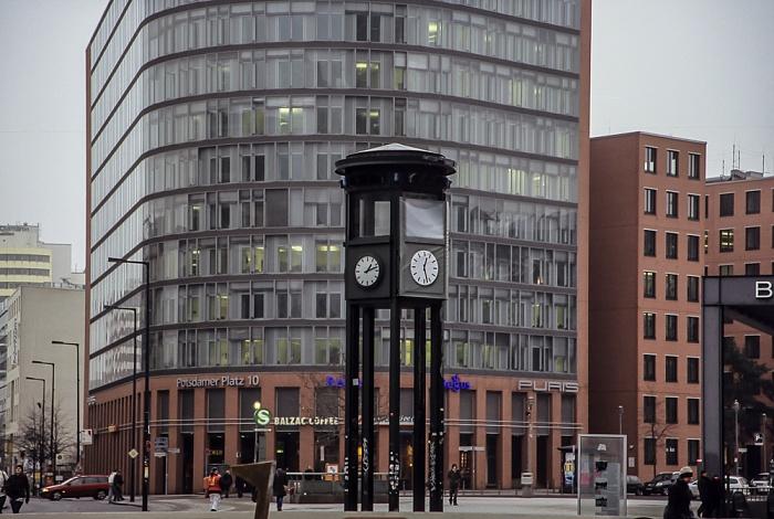 Potsdamer Platz: Nachbau des Verkehrsturms (historische Ampel) Berlin 2011