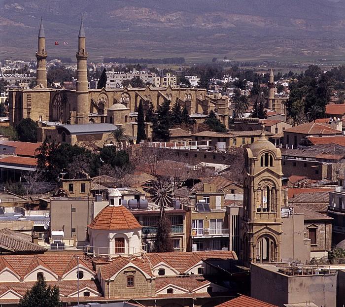 Nikosia Griechische Altstadt: Blick vom Shakolas-Turm Phaneromeni-Kirche Selimiye-Moschee