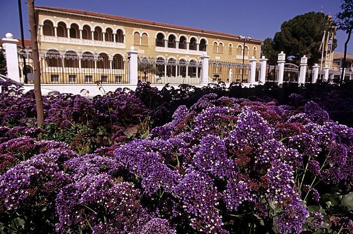 Nikosia Griechische Altstadt: Erzbischof-Kyprianos-Platz Erzbischöflicher Palast