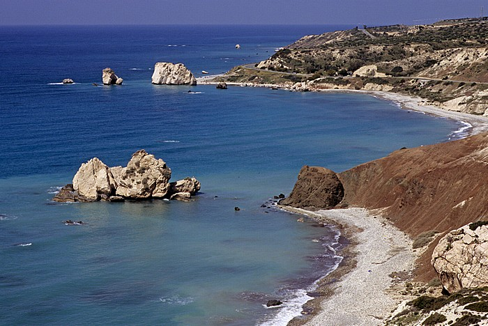 Petra tou Romiou Mittelmeer, Küste, Sarazenen-Felsen (unten) und der Felsen der Aphrodite