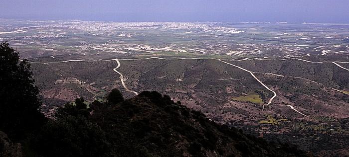 Stavrovouni Blick auf Larnaka, die Salzseen und die Mittelmeerküste