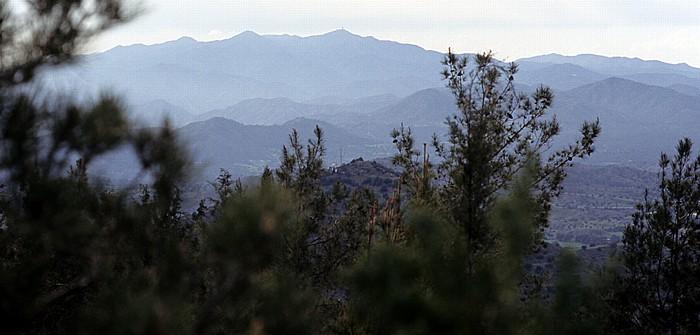 Stavrovouni Blick auf das Troodos-Gebirge mit dem Olympos