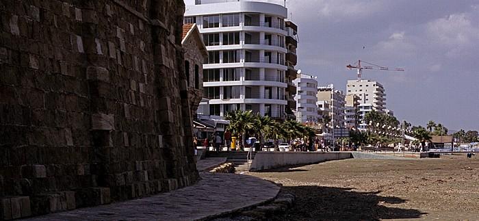 Larnaka Türkisches Hafenkastell, Strandpromenade (Leoforos Athinon), Strand