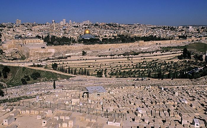 Blick vom Ölberg: Tempelberg mit al-Aqsa-Moschee und Felsendom Jerusalem