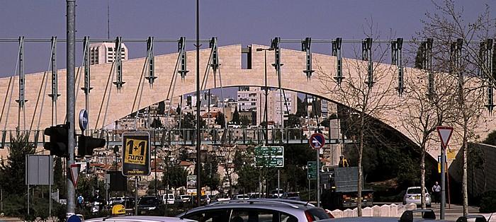 Givat Ram: Sderot Yitshak Rabin mit der Supreme Court Bridge Jerusalem