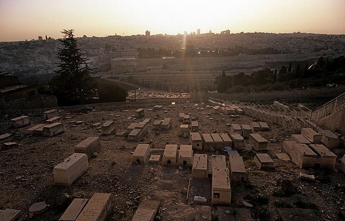 Blick vom Ölberg: Sonnenuntergang über Tempelberg mit al-Aqsa-Moschee und Felsendom Jerusalem