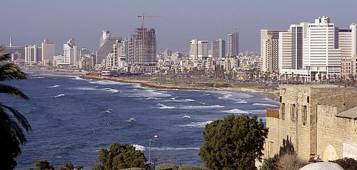 Tel Aviv Alt-Jaffa: Blick vom Ha-Pisga-Park auf den Strand und das Stadtzentrum Charles Clor Park and Beach