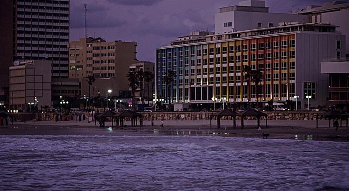 Strand, Mittelmeer, Dan Tel Aviv and King David Tower Hotels