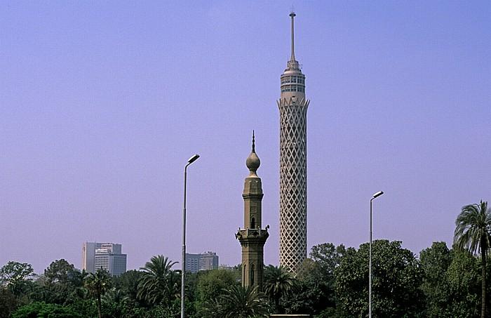 Blick von der 6th of October Bridge: Gezira (Nilinsel) mit dem Fernsehturm Kairo