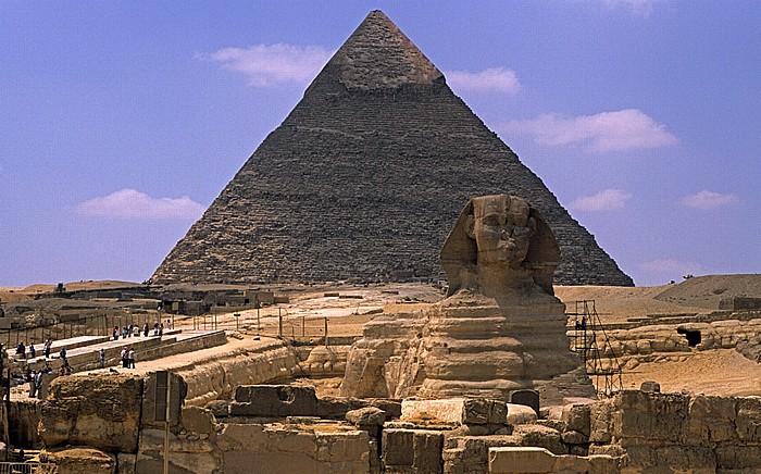 Blick vom Gizeh-Plateau: Sphinx, Chephren-Pyramide