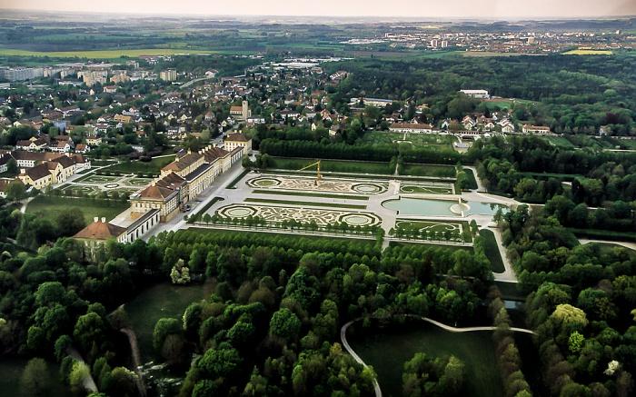 Luftbild aus Zeppelin: Schlossanlage Schleißheim - Altes Schloss, Neues Schloss und Gartenparterre München 2011