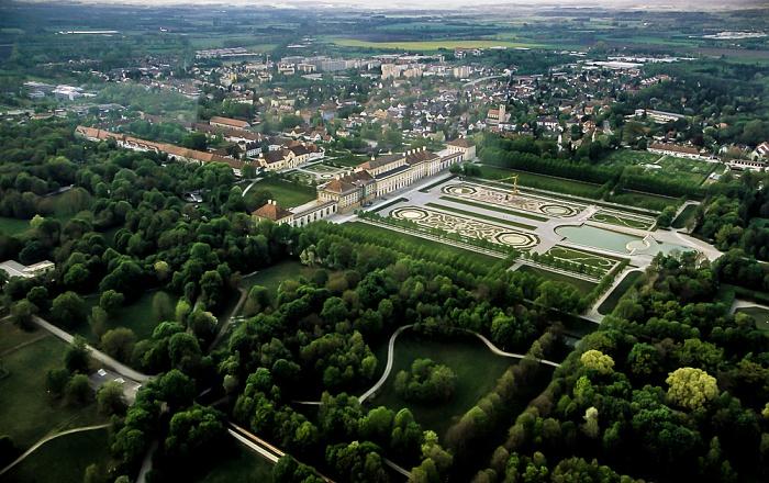 Oberschleißheim Luftbild aus Zeppelin: Schlossanlage Schleißheim - Altes Schloss, Neues Schloss und Gartenparterre Altes Schloss Schleißheim Neues Schloss Schleißheim
