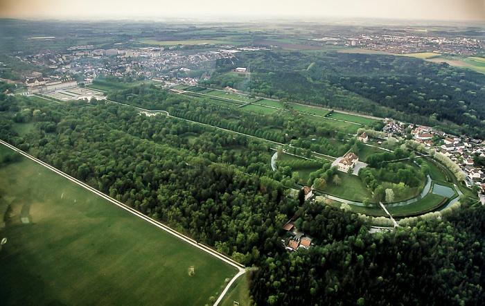Oberschleißheim Luftbild aus Zeppelin: Schlossanlage Schleißheim Altes Schloss Schleißheim Lustheim Neues Schloss Schleißheim Pavillon Renatuskapelle Pavillon Schöner Stall Schloss Lustheim Schlosspark Schleißheim