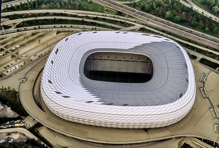 München Luftbild aus Zeppelin: Allianz Arena Autobahnkreuz München-Nord